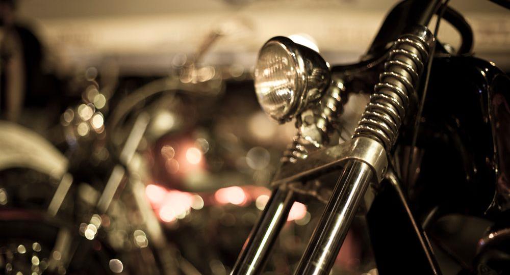 6-consejos-para-viajar-de-noche-en-moto